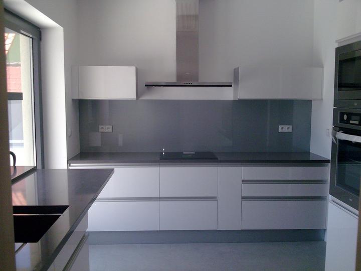 Príbeh našej stavby II - rok 2011 - Kuchyňa, už chýba len zabudovanie osvetlenia do horných skriniek a police