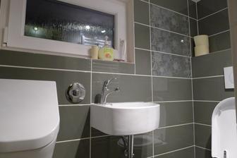 tak jsem tu po dlouhé době a už v červenci nový záchod pro manžela a návštěvy :-D