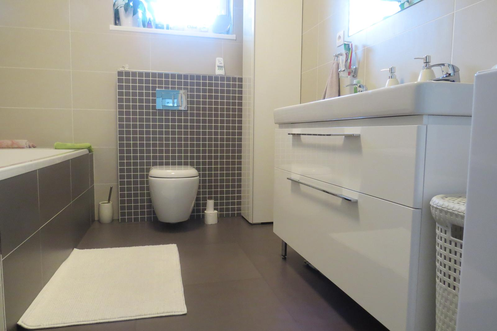Z času na čas čosi pribudne :-) - skrinka k umývadlu kolo traffic