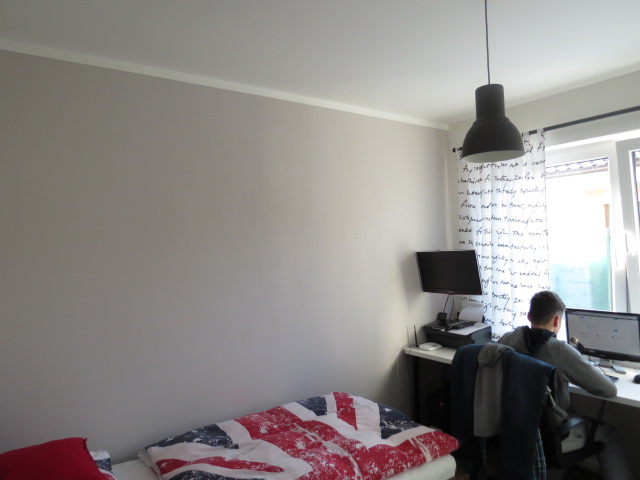 Z času na čas čosi pribudne :-) - aj túto stenu v synovej izbe sme lízli