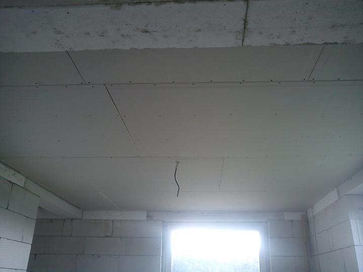 Začínajú sa robiť stropy