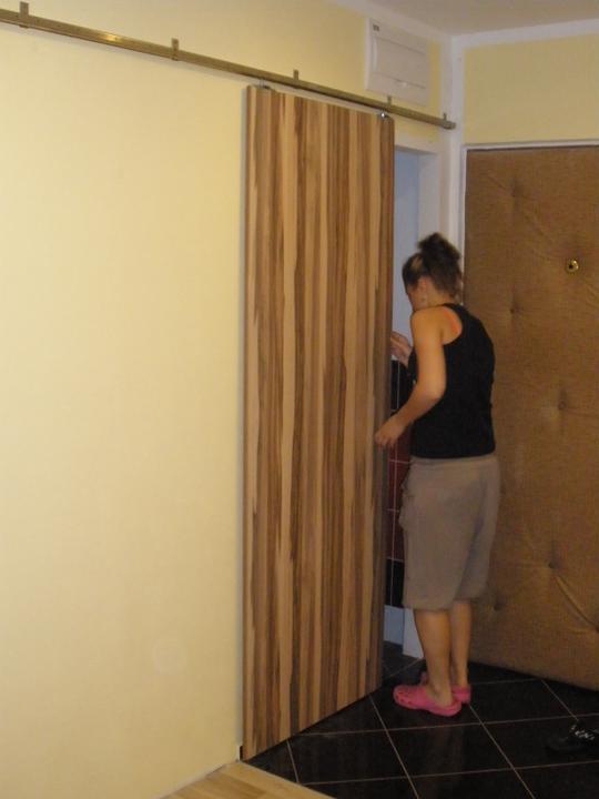 Rekonstrukce bytového jádra 2012 - Ještě chybí zakrytí vodící lišty.