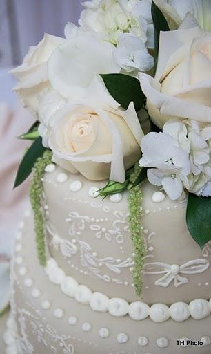 Wedding flowers 2013 - živé květy na dortu wauuu
