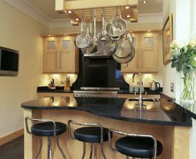 aj v malom priestore panelaka vynika kuchyna....