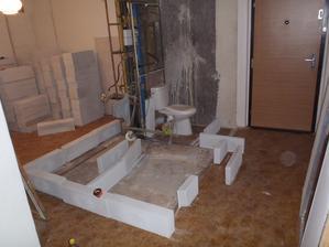 A teď se přemýšlí jak asi bude koupelna situovaná. Kde ubrat cm a kde naopak rozšířit.