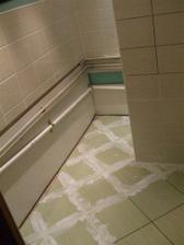 Natahl se odpad od umyvadla do stupacek a vysparovala se podlaha