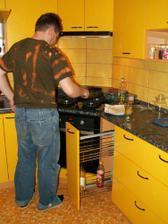 manžílek otestoval novou kuchyň a smažil mamce bramboráky :-D