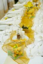 decentní způsob zdobení stolu