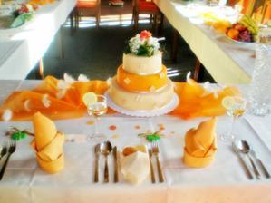 svatební tabule s dortem
