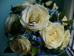 Prstýnky na svatební kytici