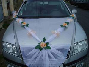ozdoba na auto nevěsty