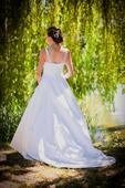 Kvalitní svatební šaty, 38