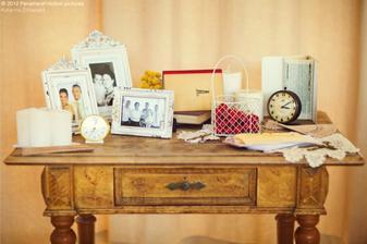stolik s fotkami, dobry napad