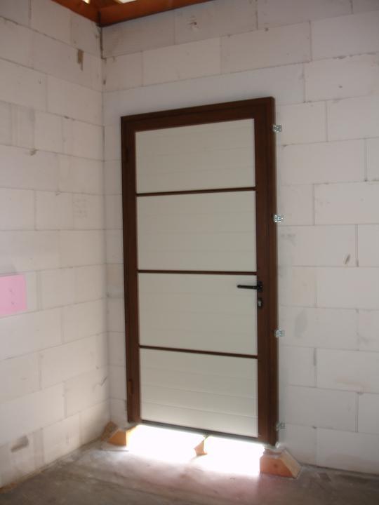 Naša realizácia: garážová brána+vedľajšie dvere+vstupné dvere (všetko HORMANN) - vedľajšie garážové dvere - vnútorný pohľad.