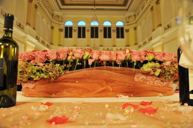 Martina{{_AND_}}Iain - Kvety na hlavnom stole (ruze)