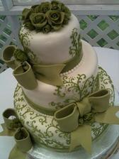 chtěla bych tento dortík, ale ve fialkové a bez mašlí