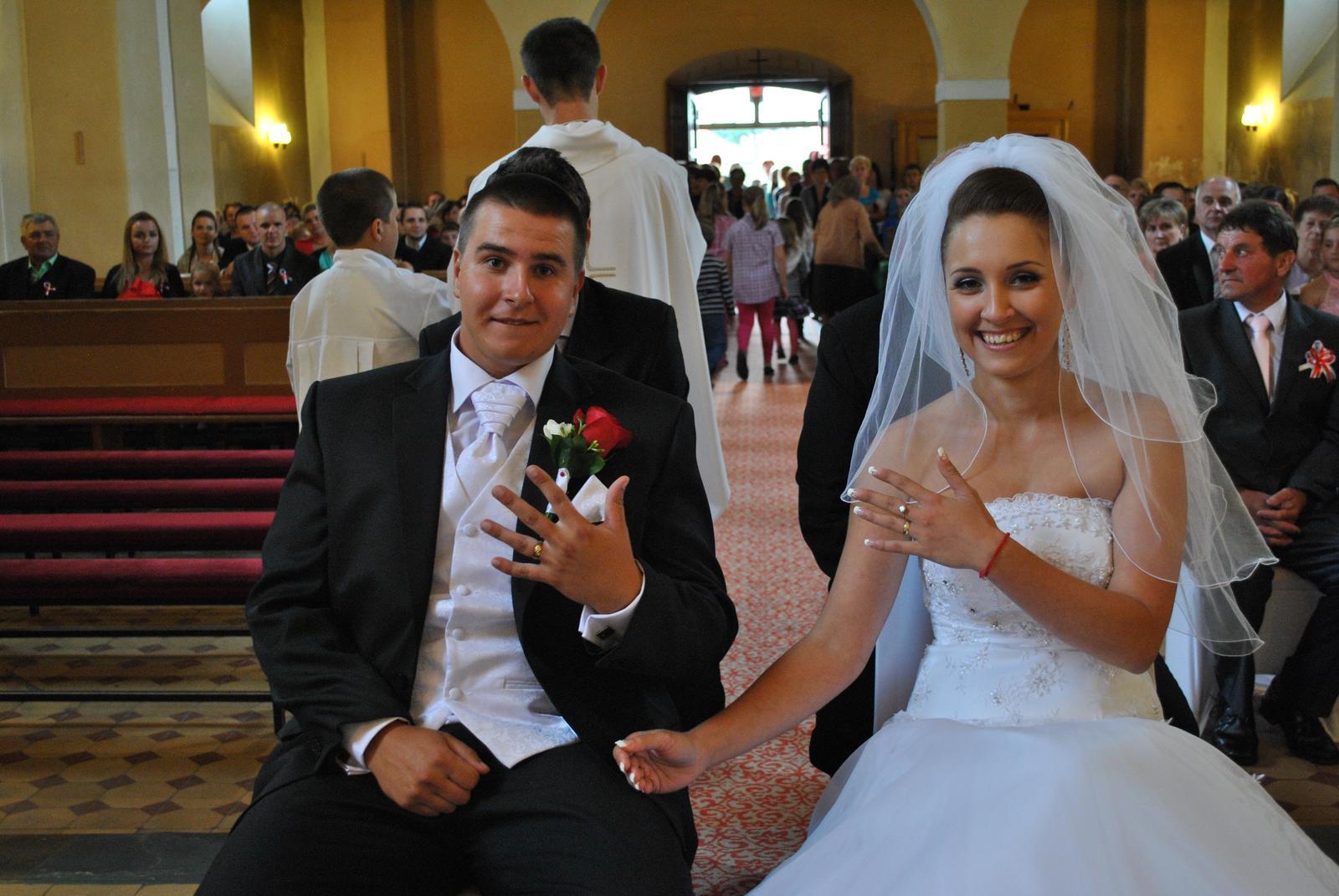 Helena{{_AND_}}Roman - prvá svadobná foto....