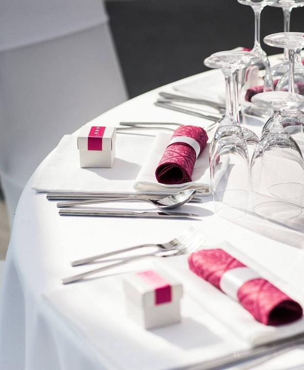 Hand made prípravy - Darček pre hostí pozvaných k svadobnému stolu - krabička skladaná a naplnená kvalitným ázijskym čajom GoodTea s mottom, aké sa dávajú do koláčikov šťastia. Bolo použitých 7 druhov príchutí a 20 odlišných prísloví, čiže každý hosť mal inú kombináciu.