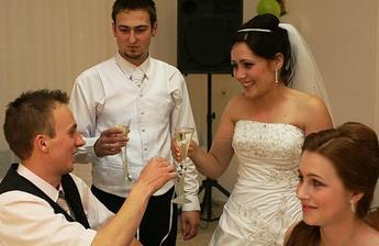 na sestrinej svadbe