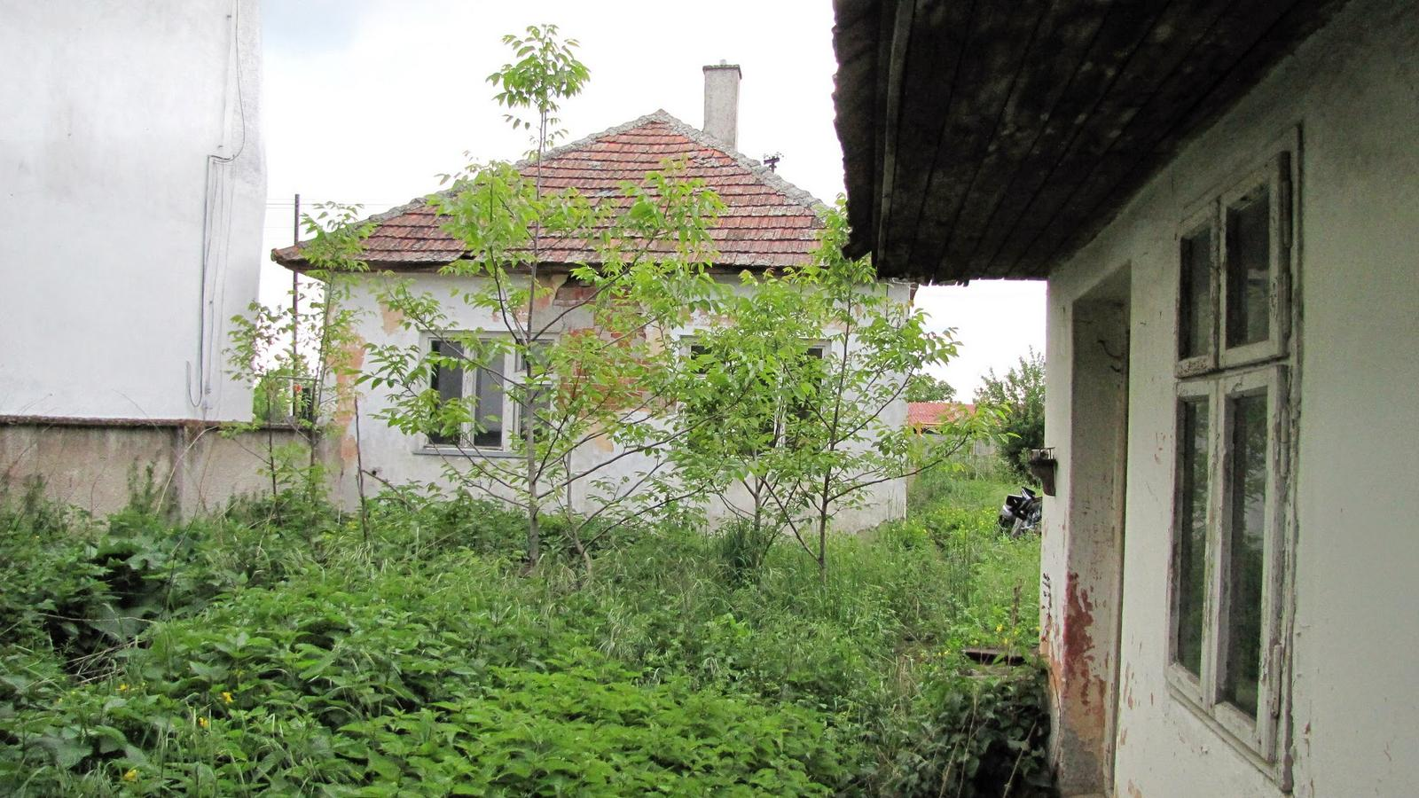 Rekonštrukcia starého domčeka - Budúca terasa a dvor.