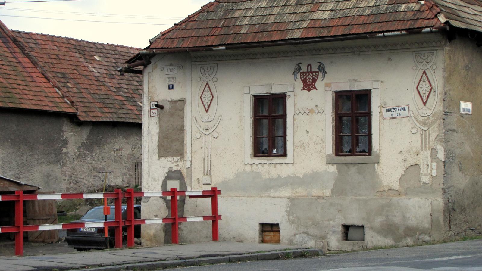 Rekonštrukcia starého domčeka - Tak si predstavujem budúcu fasádu.