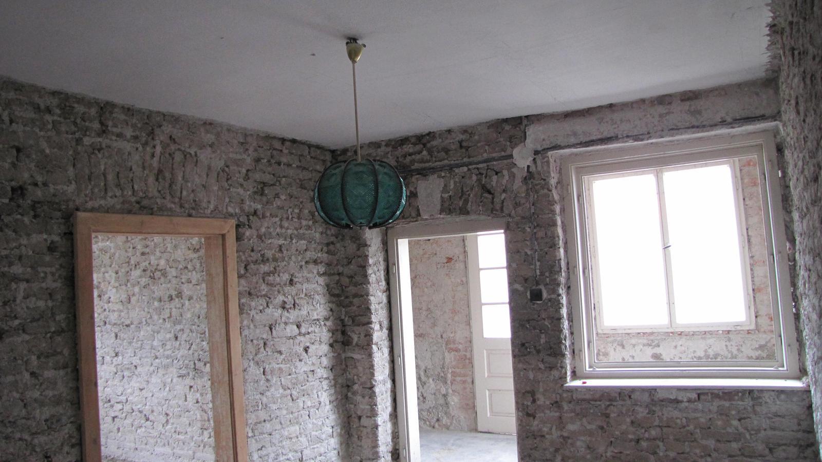 Rekonštrukcia starého domčeka - Príprava na finále.Tu bude vchod  a schodisko.