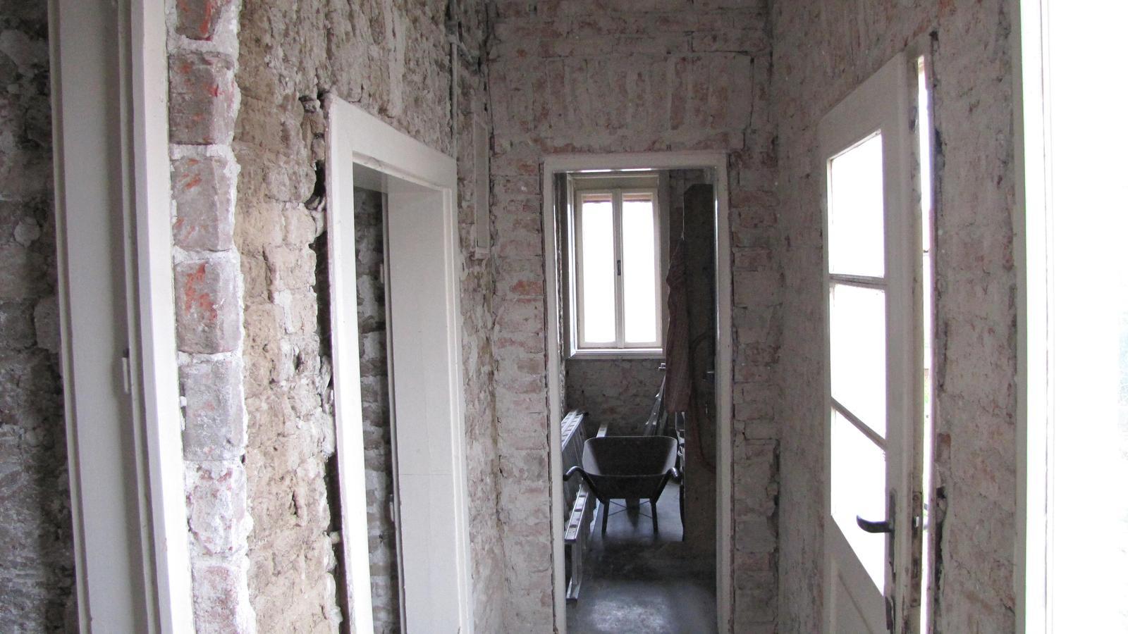 Rekonštrukcia starého domčeka - V týchto miestach budú schody.