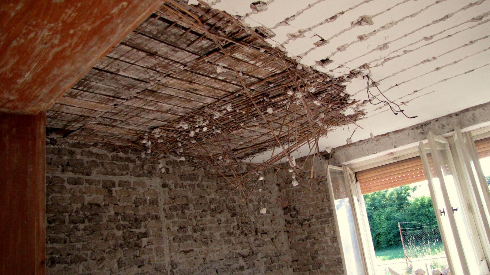 Rekonštrukcia starého domčeka - Rákos skrýval poklad.