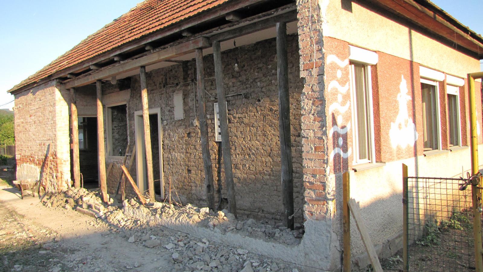 Rekonštrukcia starého domčeka - som dnes trochu búral
