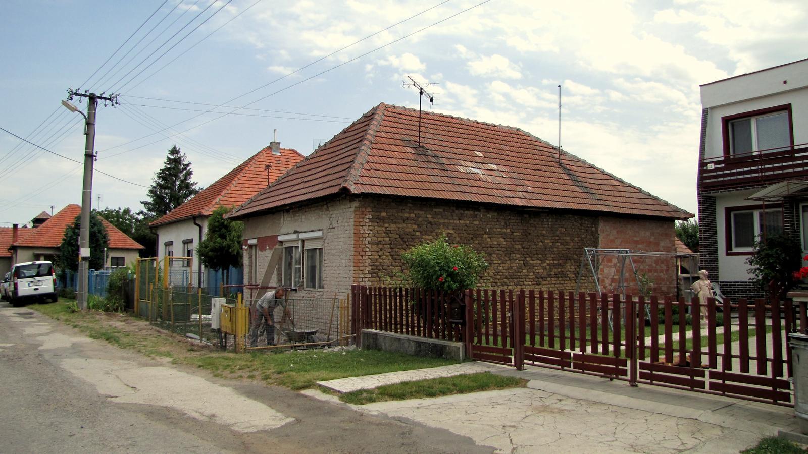 Rekonštrukcia starého domčeka - Spadol mi komín.