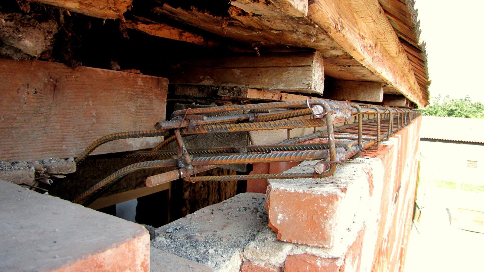 Rekonštrukcia starého domčeka - Armmatúra vencov.