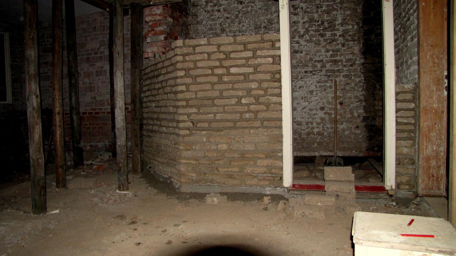 Rekonštrukcia starého domčeka - Kúpelňová priečka.