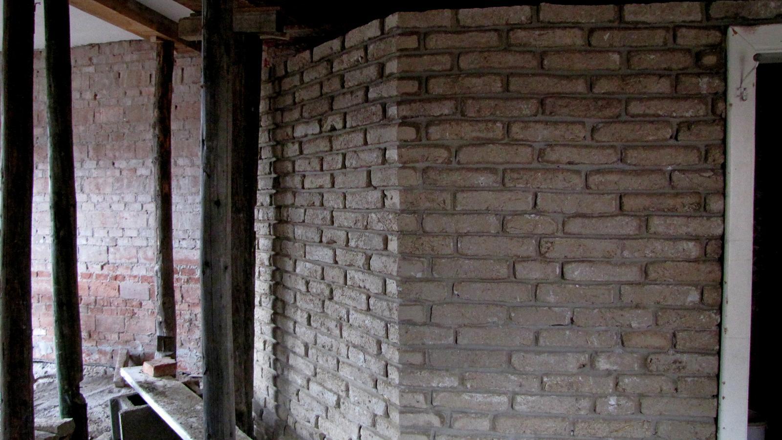 Rekonštrukcia starého domčeka - Niečo z toho bude.