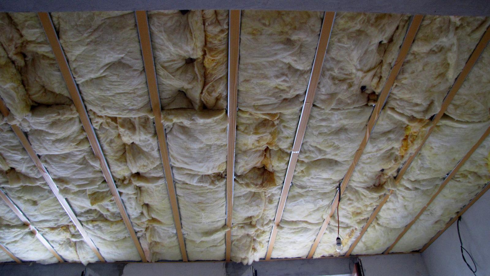 Rekonštrukcia starého domčeka - Budúci strop v kuchyni.
