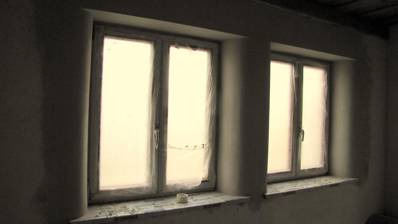 Rekonštrukcia starého domčeka - Okná do ulice .To ešte nieje finálna podoba.