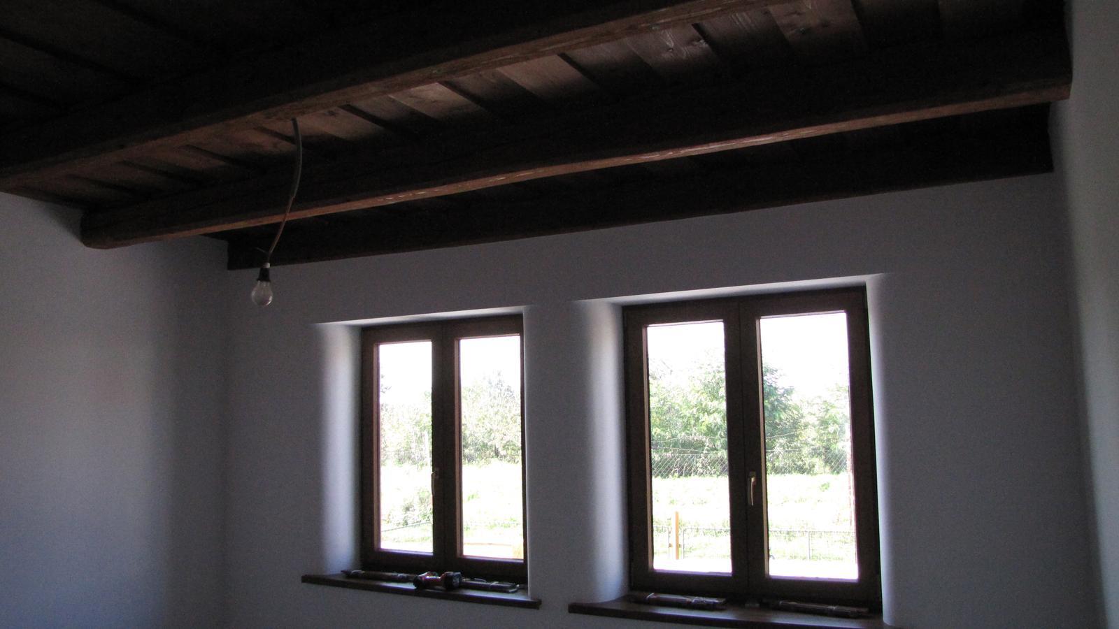 Rekonštrukcia starého domčeka - Strop sa mi vydaril max sokojnosť.