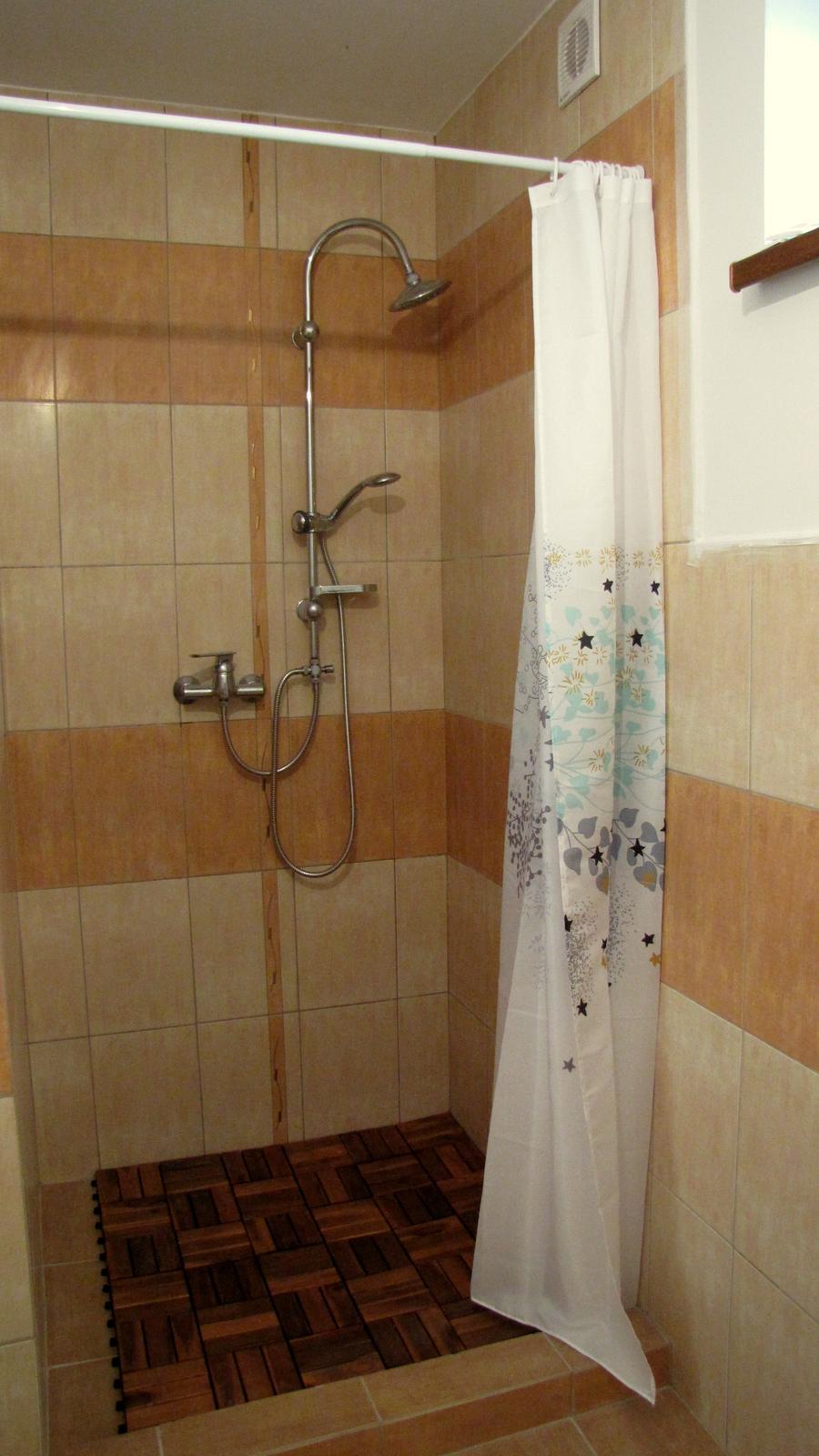 Rekonštrukcia starého domčeka - Zatiaľ ešte ani zďaleka nekonončená kúpelňo-kotolňa.