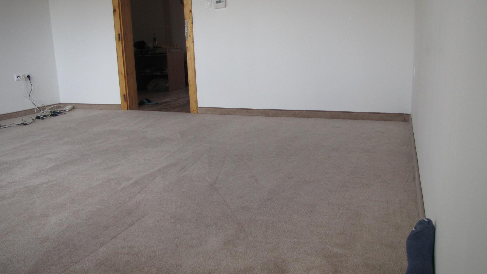 Rekonštrukcia starého domčeka - Konečne som dnes nahodil koberec ktorý som kúpil v októbri