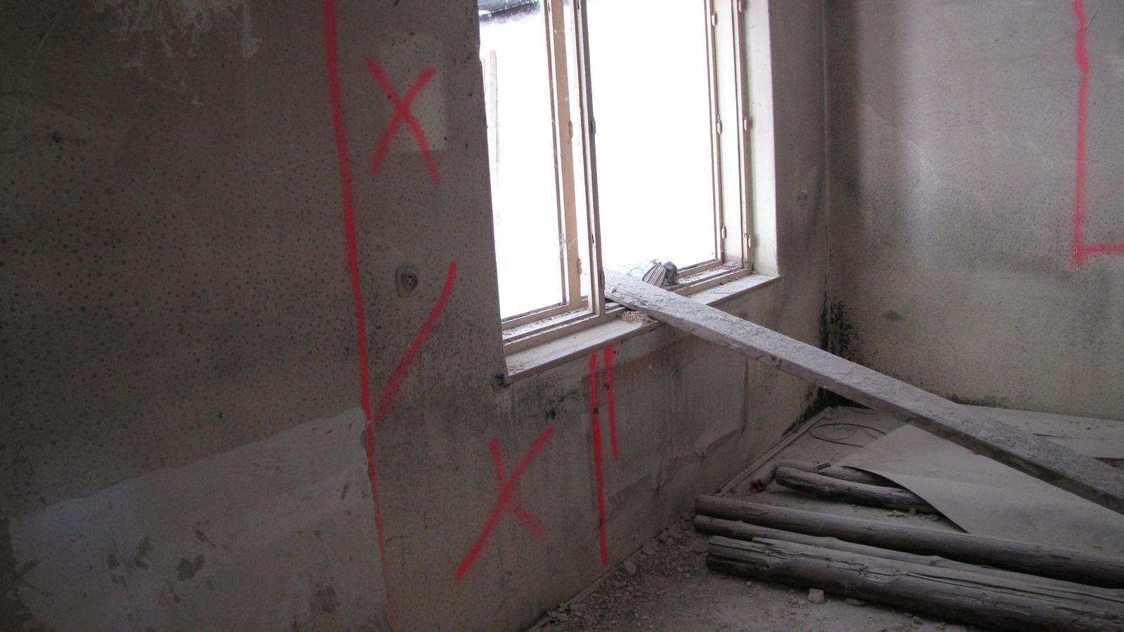 Ratnovce - Tam budú dvere do kuchyne.