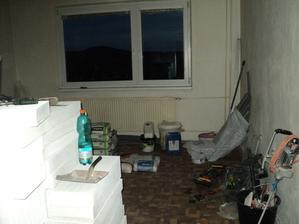 řemeslníci se radují...mají celý byt pro sebe..jsou všude :-)