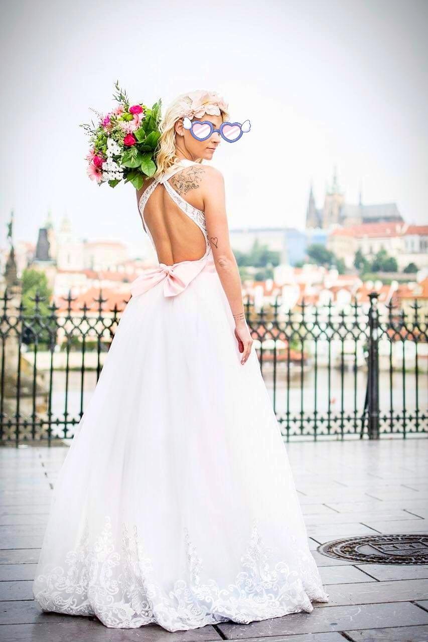 Svatební šaty s vykrojenými zády, vel. 34 - Obrázek č. 1