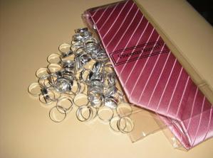 Kravata pro brášku, který mě povede k oltáři... s prstýnkama do výslužek ;-)