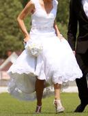 svadobné šaty s čipkovaným chrbtom , 36