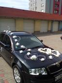 Výzdoba na auto biele kvety a dve srdcia,