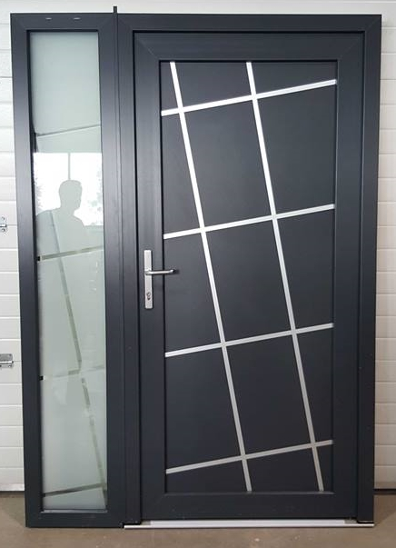 vchodove_dvere_gavaplast - GAVA 670-HPL dverná výplň s pieskovaním Laryo INV v bočnom prísvetlíku