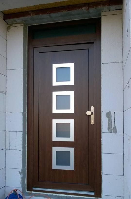 Realizace dveří GAVA 961a - Vchodové dveře s HPL dveřní výplní 961a