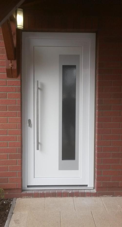 Dveře s madlem v ploše výplně - Vchodové dveře s HPL dveřní výplní GAVA 913a s madlem H2 v ploše výplně