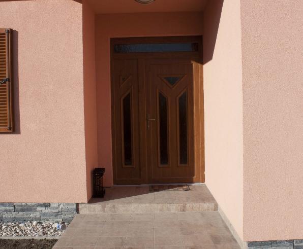 vchodove_dvere_gavaplast - GAVA 052+052/2- plastová dveřní výplní