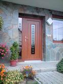 Vchodové dveře s plastovou dveřní výplní GAVA 151 a s pískováním P1x12