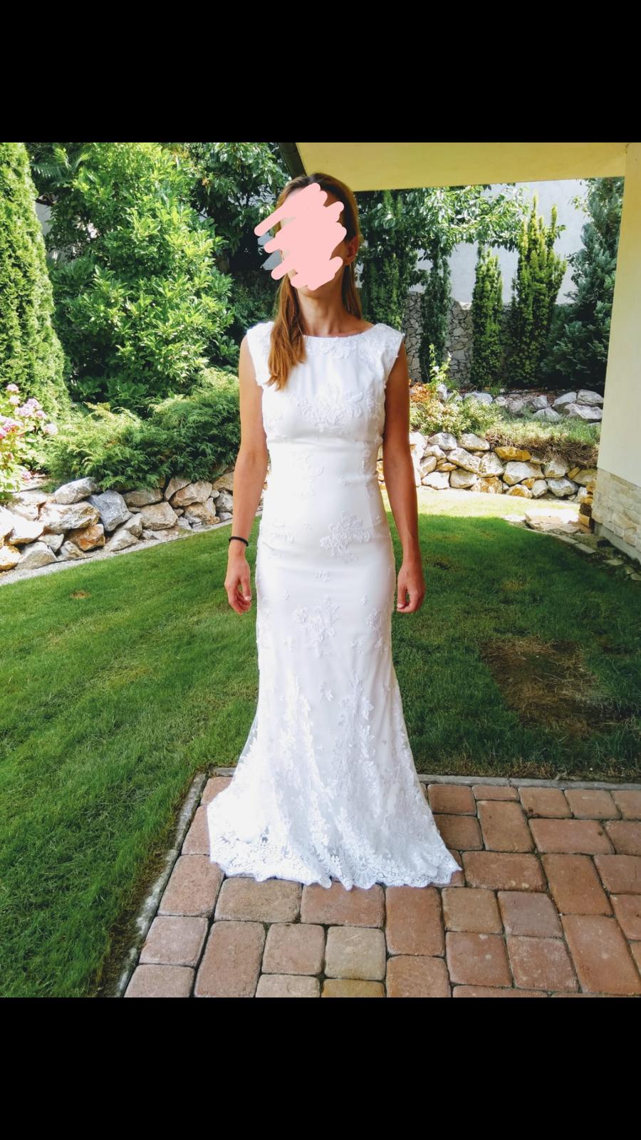 Svadobné šaty s jemnou čipkou a miernou vlečkou - Obrázok č. 3